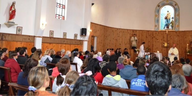 Obispo diocesano, Arturo Fajardo, preside las celebraciones patronales en la Parroquia Nuestra Señora de la Guardia en Santiago Vázquez (Montevideo)